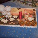 Pa še okras na drugi mizi. Lesena ploščica in  na njej izvedene vse tehnike, ki sem se jih
