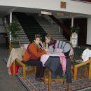 V avli studentskega doma