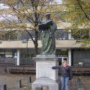 Erasmusov spomenik in jaz