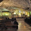 cerkev v jami