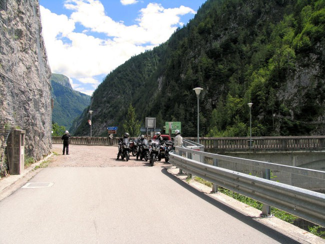 Postanek ob jezu 10 km stran od Ampezza. slikali smo.