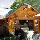 Glavni postanek ob Bukovniškem jezeru.Imajo celo bučni sladoled.