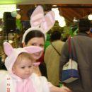 očarljivi zajčici Naya in Zaspanka