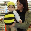Čebelček Val z mamico, ki je ušeska pozabla v torbi:))))