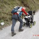 Ati šerpa...mami je vozek zmogla porivati le 2 ovinka...