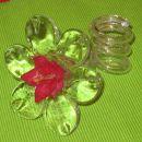 dolgočasen svečnik, ki sem ga dobila v dar, sem popestila z rožo iz folijskih barv