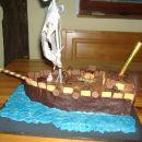 Gusarska torta za moja mulca. Navdih in ideja pobrana od Tjuše. Hvala :)