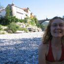 vabljeni na plažo v Kanalu - skakanje z mosta letos zaradi nizke vode ni mogoče