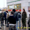 Zasedli smo velik parkirišča na benzinski postaji v Lukovici.