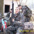 Vojč z svojo 1 repliko M-16.