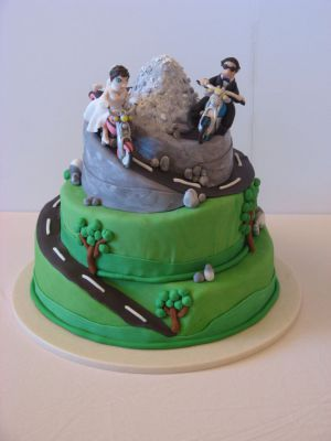 Motoristična poročna torta